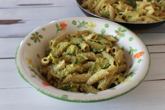 Penne integrali cremose con zucchine e curry