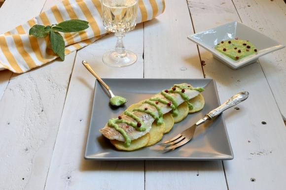 Filetto di merluzzo con patate e crema di piselli