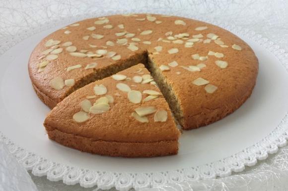 Torta con farina di avena e mandorle