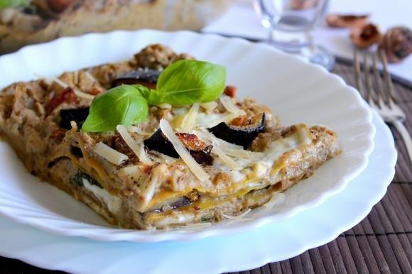 Lasagne con crema di melanzane, noci e stracchino