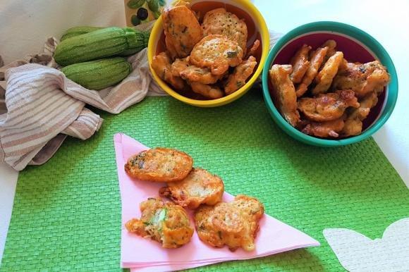 Frittelle di zucchine e fiori di zucca alla paprika