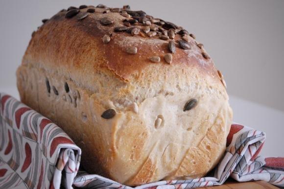 Pane in cassetta con lievito madre disidratato