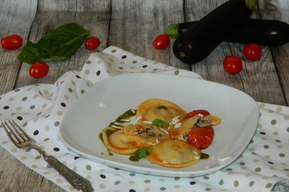 Ravioli alle melanzane con pomodorini
