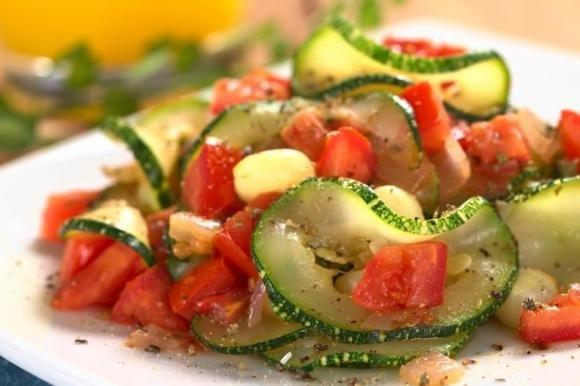 Zucchine in padella al pomodoro