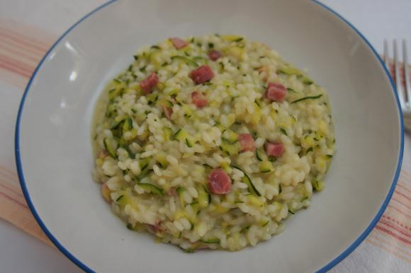 Risotto con zucchine, robiola e prosciutto cotto