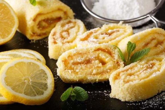 Rotolo al limone con marmellata di limoni