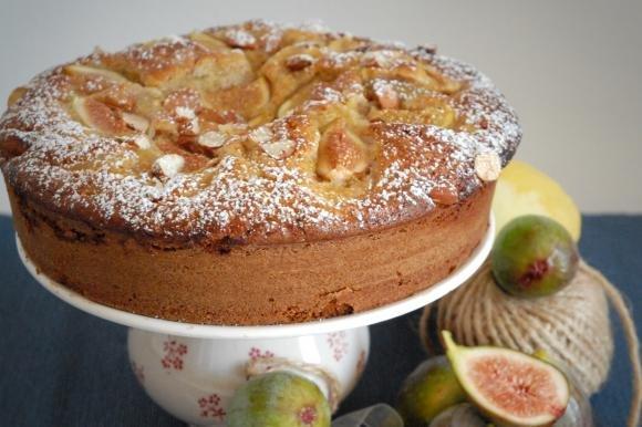 Torta semi-integrale ai fichi con ricotta e miele