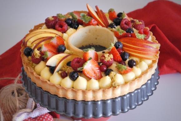 Crostata crema, cioccolato e pistacchio con frutta fresca