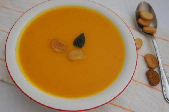 Vellutata di zucca, carote e cipolle con crostini
