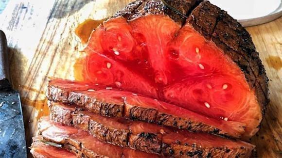 Prosciutto di cocomero: la nuova tendenza culinaria è l'anguria affumicata