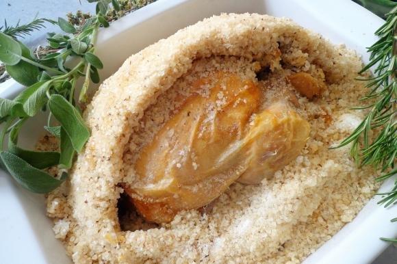 Pollo in crosta di sale aromatizzato