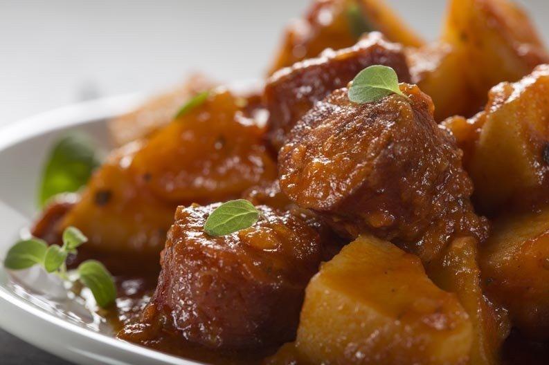 Ricetta Spezzatino Con Patate Alla Napoletana.Spezzatino Di Manzo Con Patate Ricetta E Varianti Fidelity Cucina