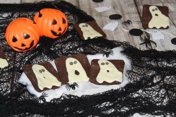Biscotti con fantasmini di cioccolato