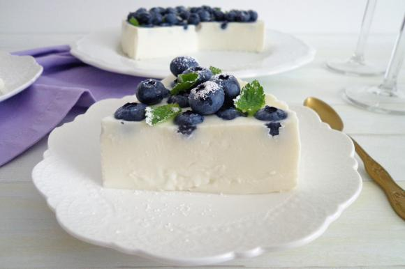 Cheesecake fredda con mirtilli e ricotta