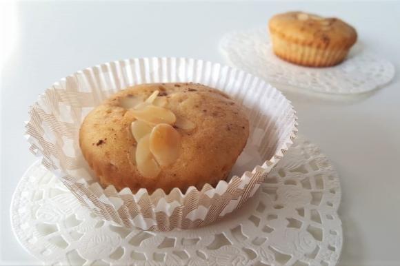 Muffin senza burro con pere, nocciole e cannella