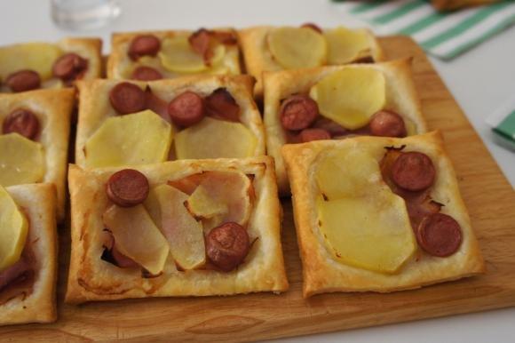 Pizzette di sfoglia con prosciutto, patate e wurstel