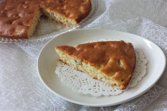 Torta senza burro con pere, cannella e frutta secca