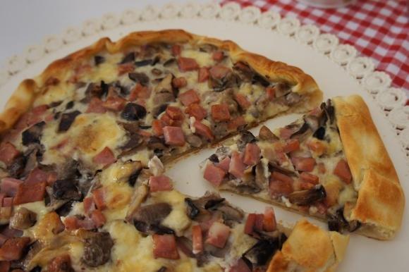 Torta salata con funghi, mortadella e Galbanino