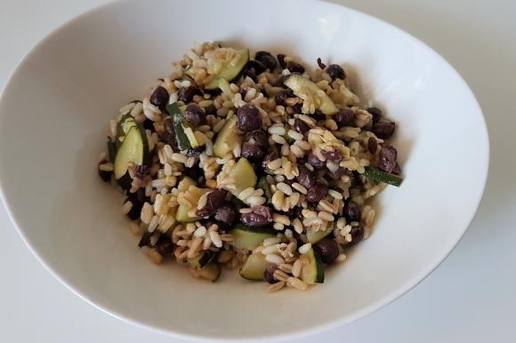 Cereali misti con zucchine e fagioli azuki