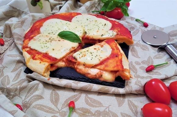 Pizza margherita cotta in padella