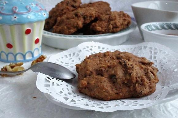 Biscotti rustici con mele, uvetta e noci