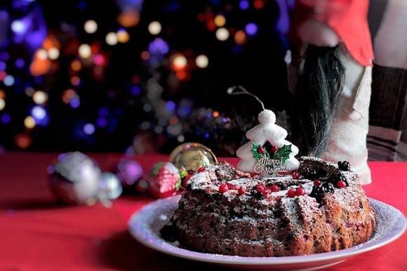 Sponge cake al latte caldo e frutti di bosco