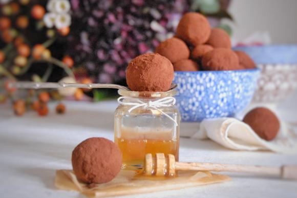 Tartufini cioccolato, avocado e miele