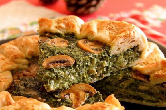 Torta salata con spinaci, funghi e besciamella