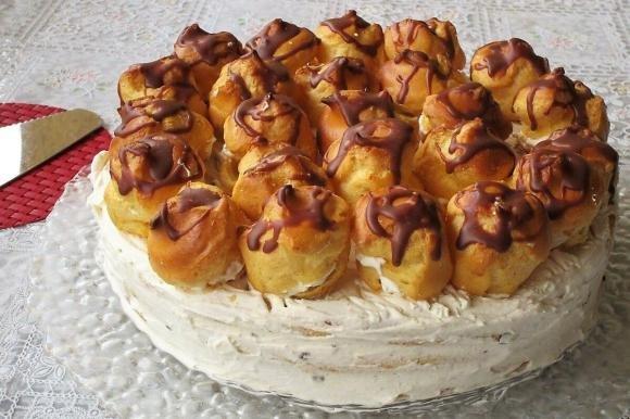 Torta con panna, philadelphia e bignè bimby