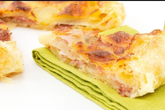 Torta salata con patate, prosciutto e provola