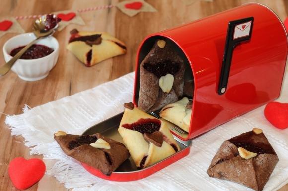 Biscotti lettera con marmellata