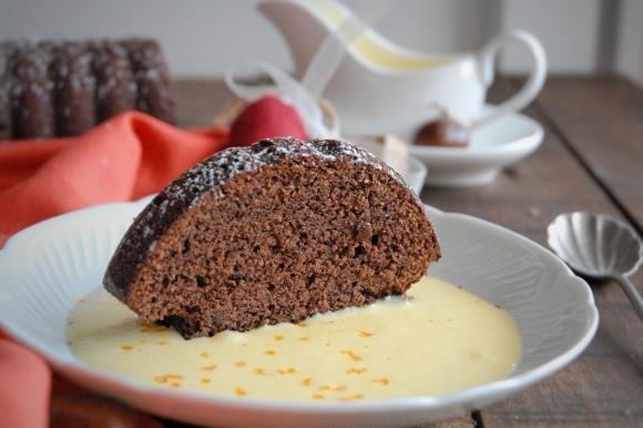 Torta cioccolato e castagne senza glutine con crema inglese all'arancia