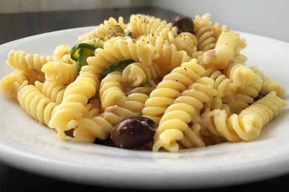Pasta alla crema di zucchine e tonno