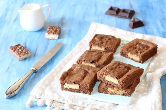 Brownies al cioccolato con wafer