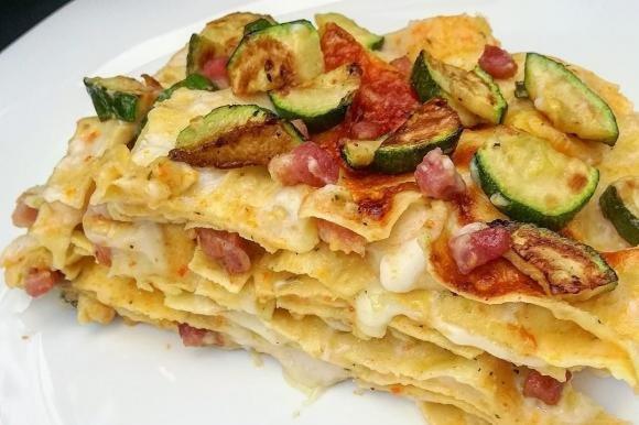 Lasagne bianche con zucchine, salsiccia e besciamella