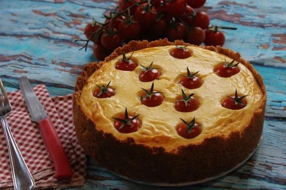 Cheesecake salata ai pomodorini