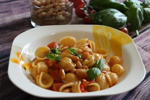 Orecchiette con fagioli cannellini e pomodorini