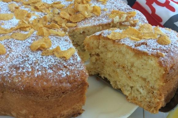 Torta soffice con cornflakes, arancia e limone