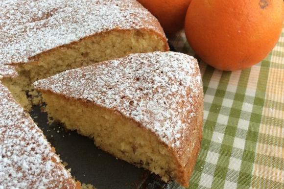 Torta soffice all'arancia senza lattosio