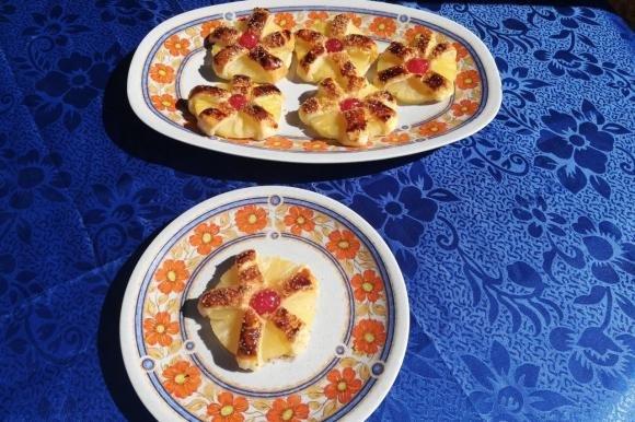 Ananas in sfoglia con ciliegia candita