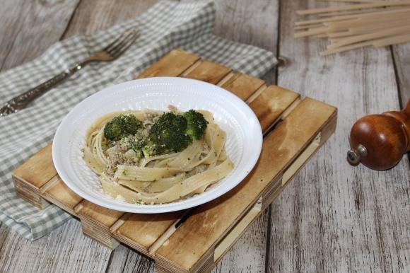 Tagliatelle con broccoli e carne macinata