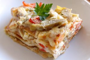 Lasagne con carciofi, pomodorini e provolone piccante