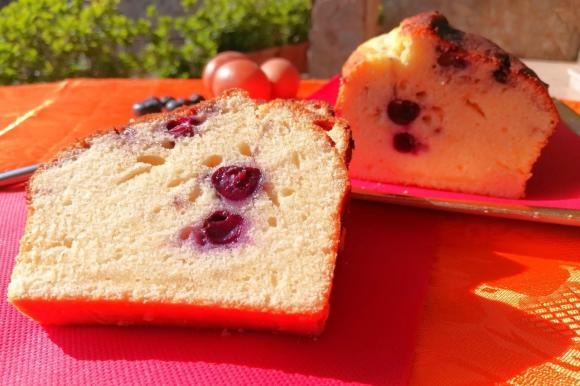 Plumcake con yogurt e mirtilli