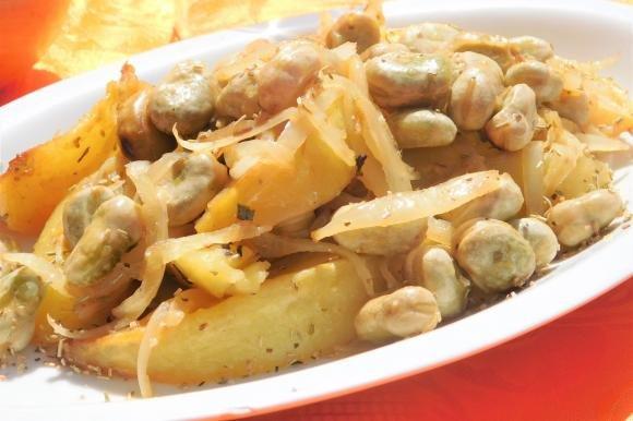 Fave con cipolle e patate