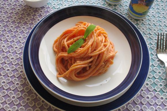 Spaghetti con crema di ricotta Bimby