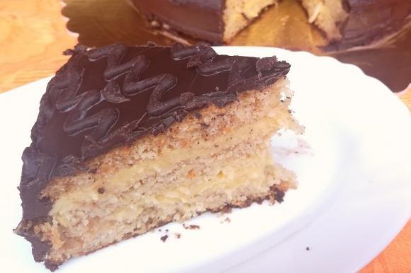 Torta fiesta con scaglie di cioccolato bianco e cannella