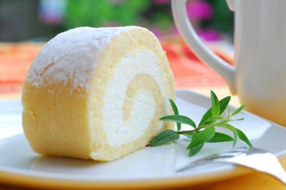 Ricetta Pan Di Spagna Rotolo.Rotolo Di Pan Di Spagna Con Crema Allo Yogurt Fidelity Cucina