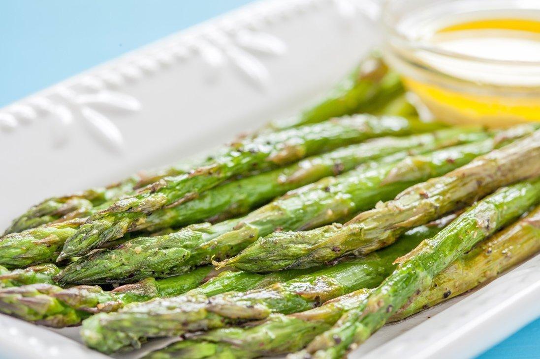 Ricetta Asparagi Verdi In Padella.Asparagi In Padella Con Burro E Formaggio Fidelity Cucina