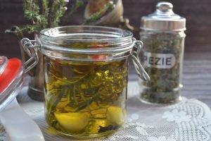 Olio aromatizzatoalle spezie ed erbe aromatiche