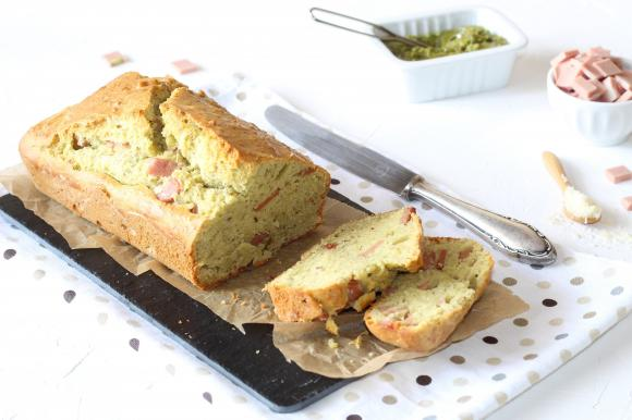 Plumcake con pesto di pistacchi e mortadella